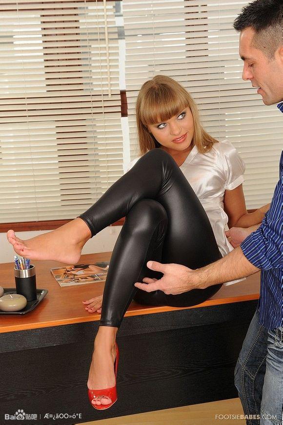 皮裤美女值得拥有