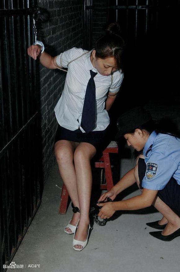 美女犯人押赴刑场