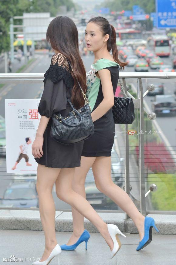 武汉光谷街拍美女 射高跟吧
