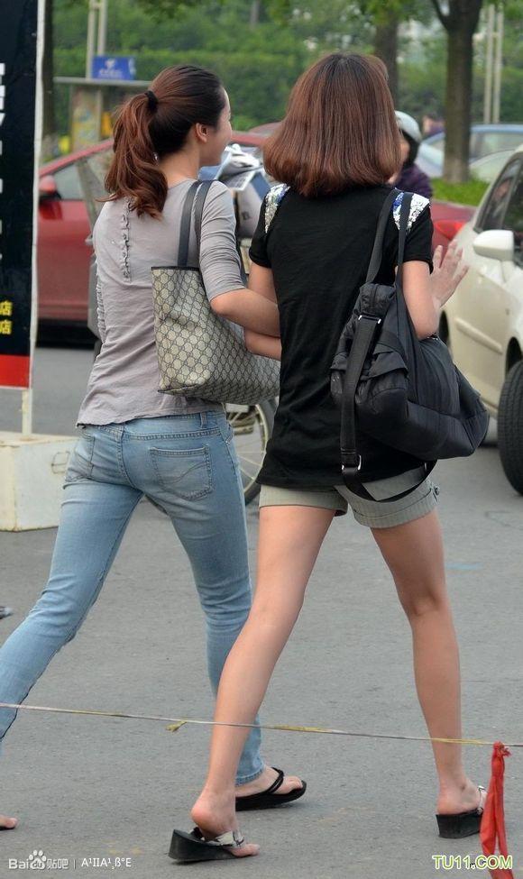 人字拖 高挑长腿漂亮的街拍美女