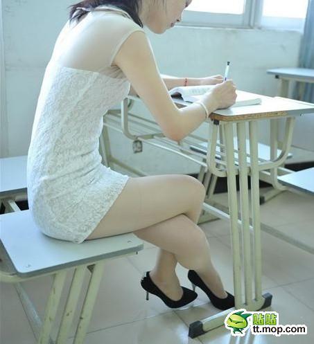 丝袜美女大学生