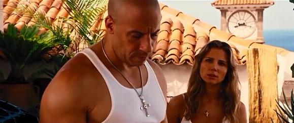 速度与激情5 这个美女和保罗是什么关系电影里面