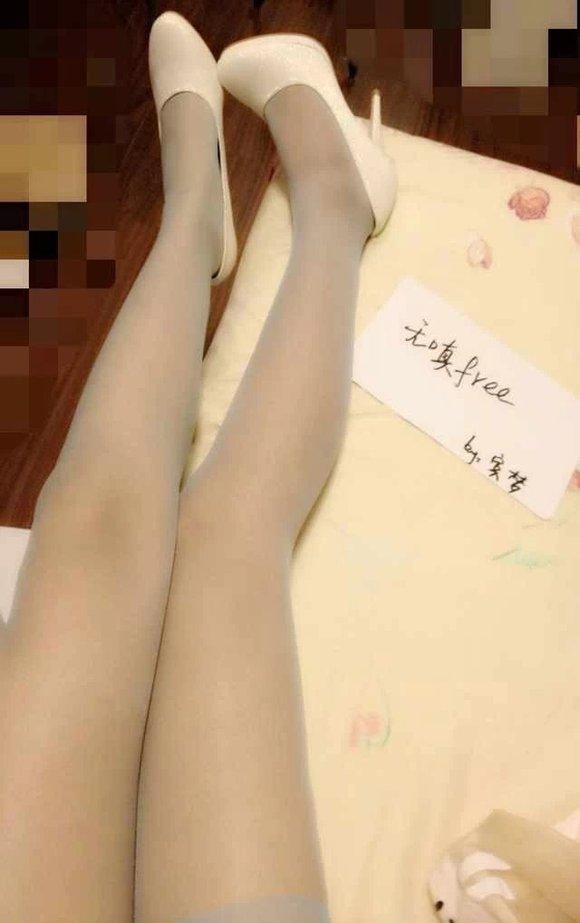 90后美女喜欢穿丝袜和好看的内内