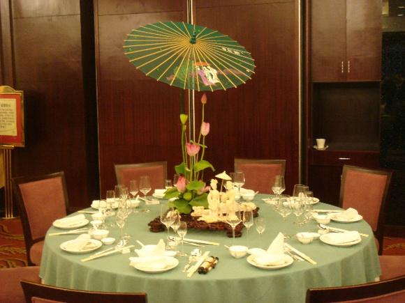充满创意的中餐宴会摆台图片
