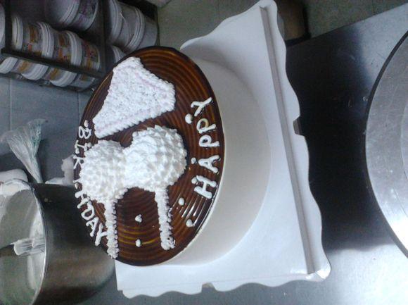 一个顾客要求做的生日蛋糕图片