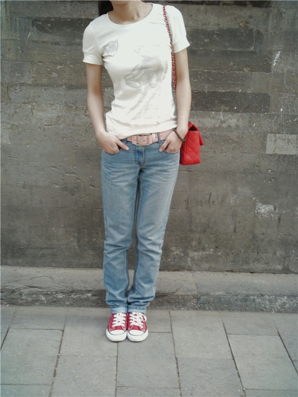 穿帆布鞋+牛仔裤的女生大爱