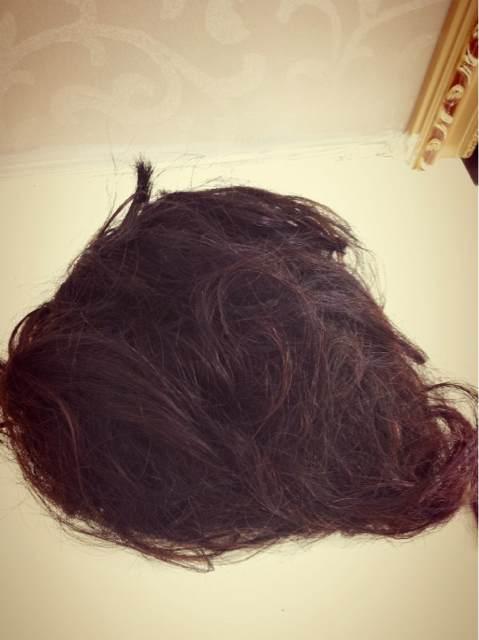 一个人女人的长头发能剪下这么一大团图片