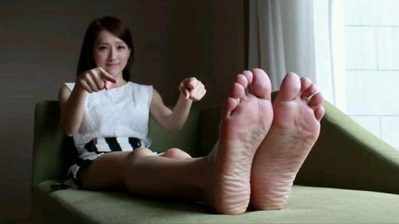 给美女挠挠脚心 脚心吧