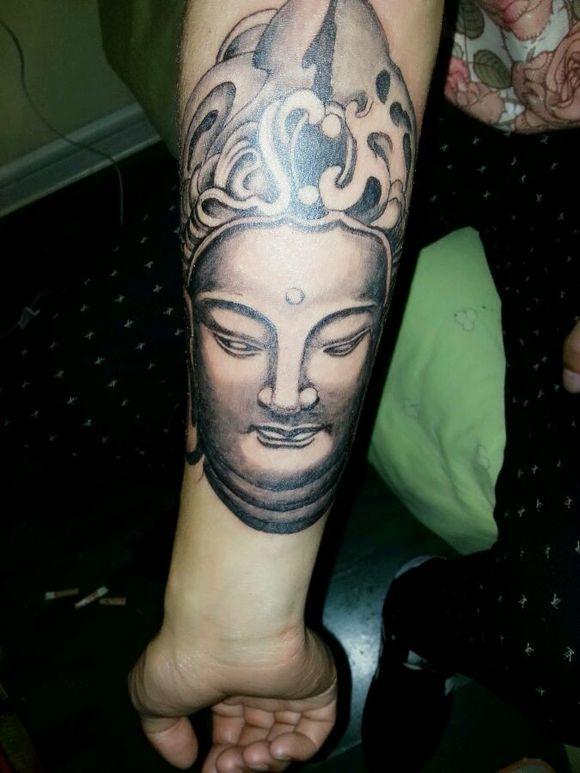来学纹身快一个半月了.就扎过一个人.几个练习皮图片