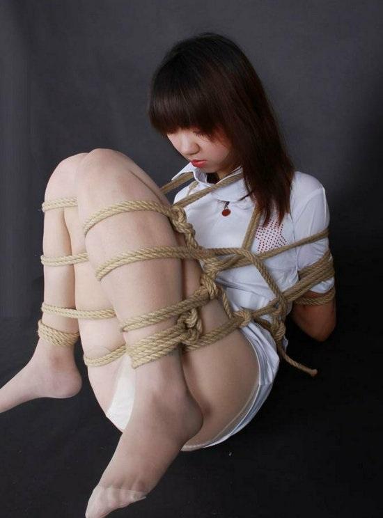 如果把双手上臂捆绑在小腿的内侧
