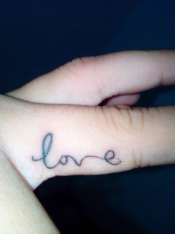 想在手指上纹纹身,纹字还是英文图片