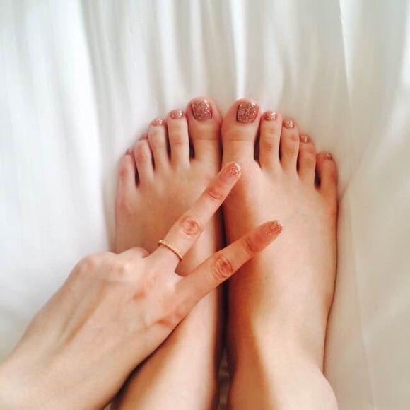 最喜欢女孩子白白嫩嫩的小脚丫