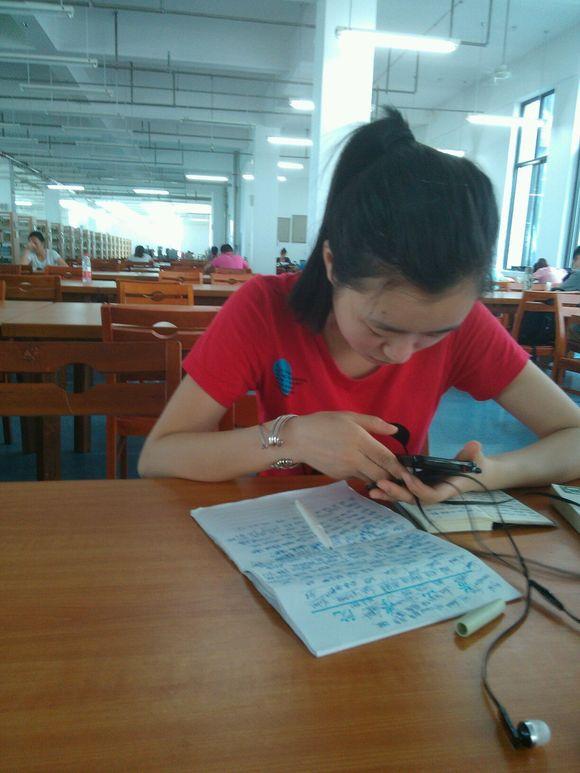 在图书馆看到一个美女!