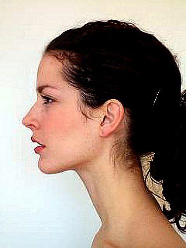 美女伸着细长的脖子 让你们掐个够
