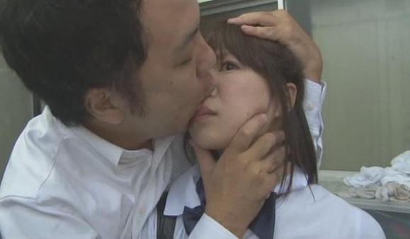 亚洲某国男人喜欢亲吻女人鼻子图不黄不吓人进来