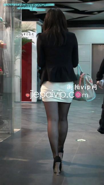 黑丝短裙紧身包臀的清纯美女