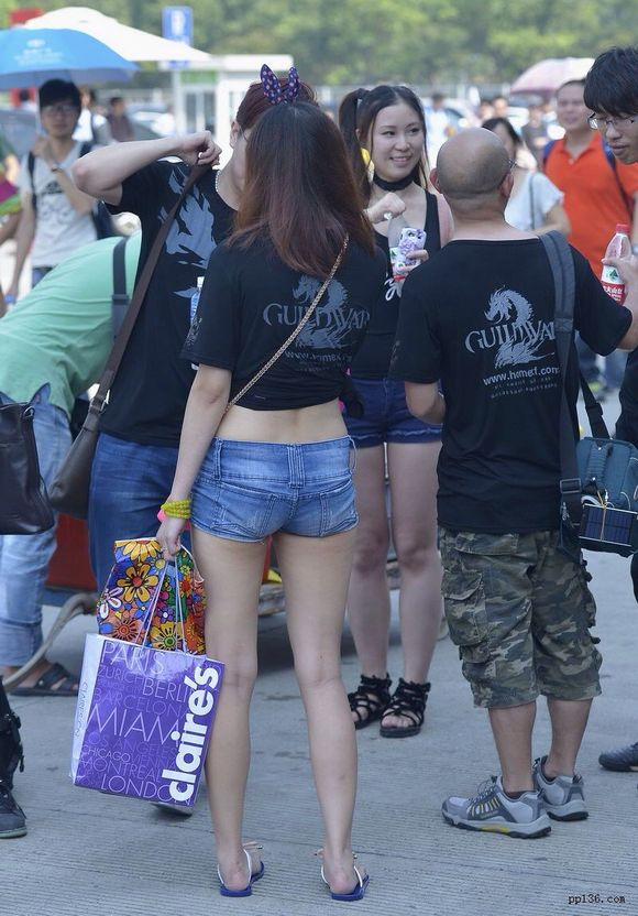 街拍短裤美女 热裤吧