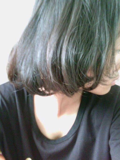 我头发快到腰了 皮肤特别白 头发黑色 有没有什么亮色适合挑染图片
