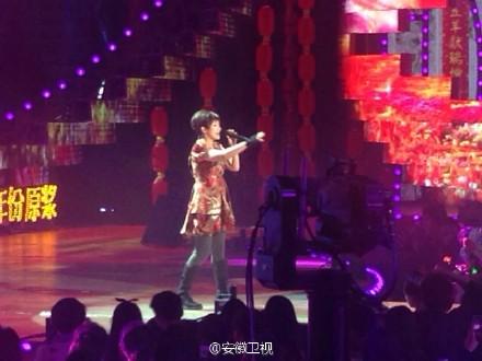 安徽卫视春晚忆莲唱了三首歌!图片