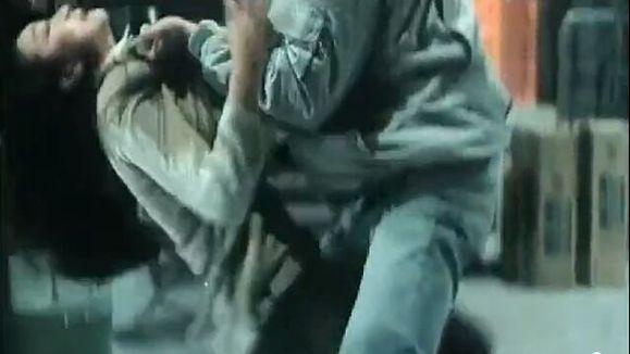 发几张反派女人被踢要害的图片