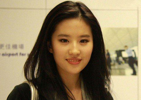 女明星名字_中国唱歌的女明星谁的名字里带岚