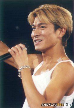 99年红馆演唱会上,39岁的刘德华图片