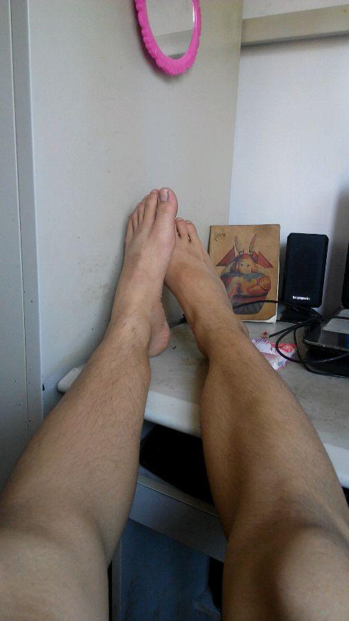 我是男人 长着一双女人的脚