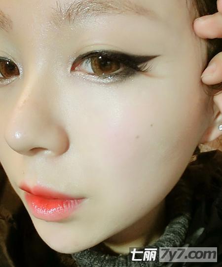 单眼皮怎么画眼线 无辜眼妆化妆技巧图片