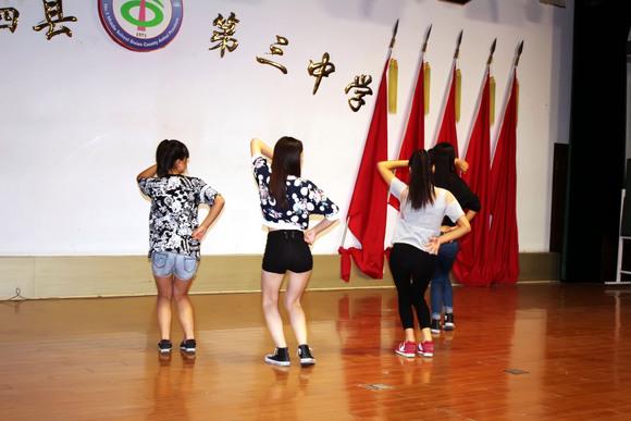 视频:泗县美少女舞蹈小苹果