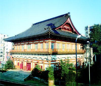 虽由日本人设计,却是仿中国明式寺庙风格的建筑.图片
