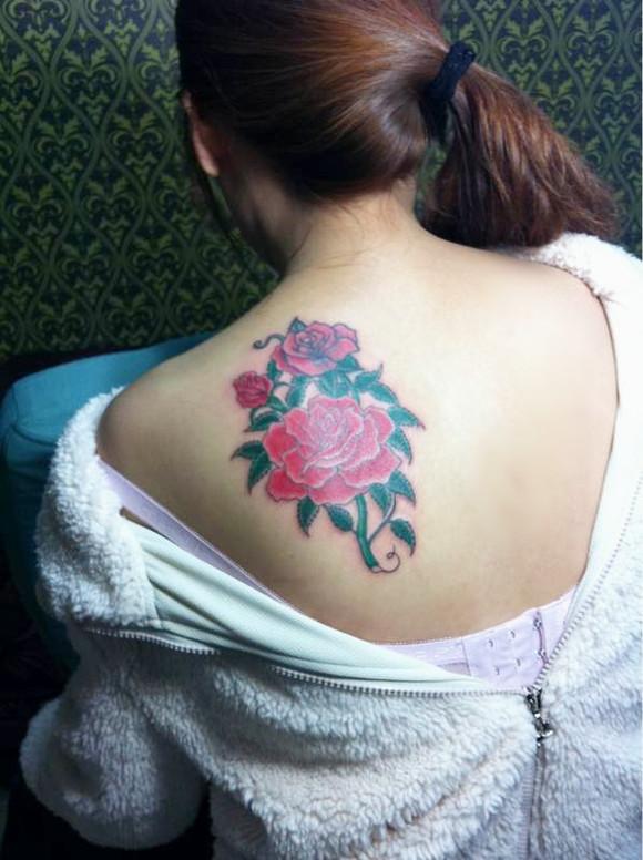 女生后背纹什么好看?_纹身吧图片