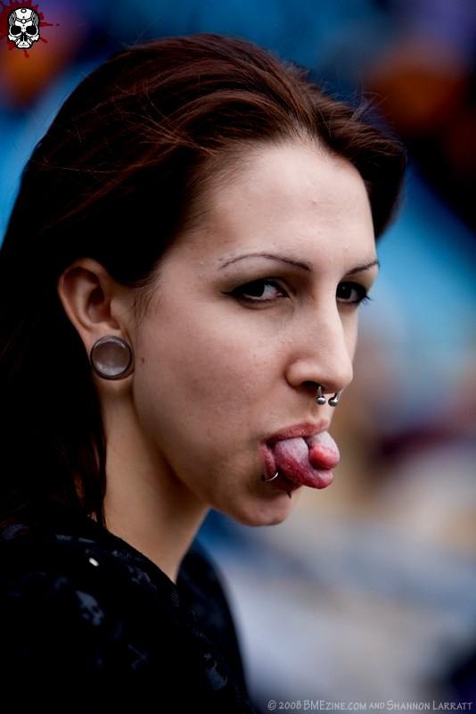 分舌操作 血腥! 穿孔吧