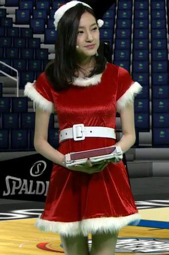 腾讯nba女主持的圣诞装