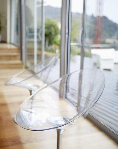装饰中加入玻璃的元素,从入门的玻璃玄关,到客厅的玻璃地砖,再高清图片