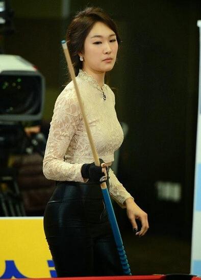 韩国小姐称打台球有助塑翘臀