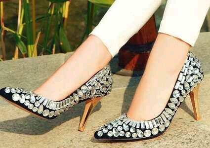 分享一组美女自拍丝袜高跟鞋