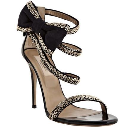 一个女人穿上高跟鞋不光是展现性感的美脚