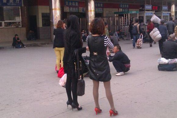 邯郸车站街拍各种美女