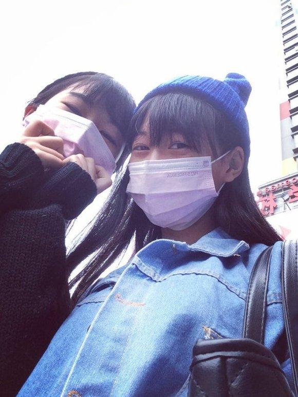 喜欢戴口罩拍照的女生