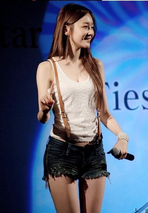 韩国《少女时代》组合的美眉!那腿那胸好 竖