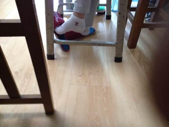 初二女生的白棉袜2 棉袜脚吧