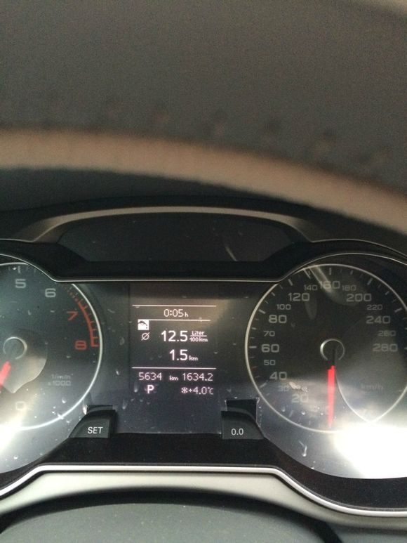 请问下奥迪a4l的仪表盘出现这个提示是什么问题了 车子有问高清图片