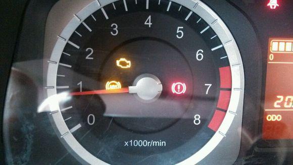 仪表盘上发动机亮黄灯什么意思 长安之星6363发现仪表盘上高清图片