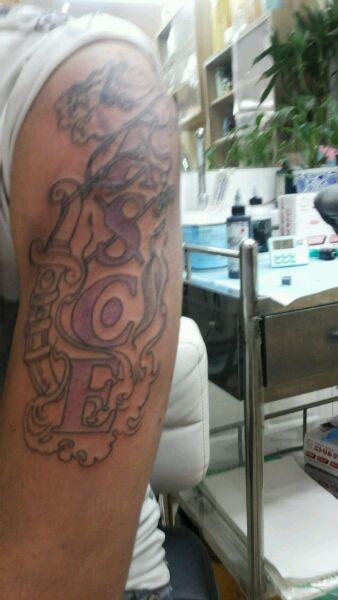 纹身了,纹艾斯身上的图片