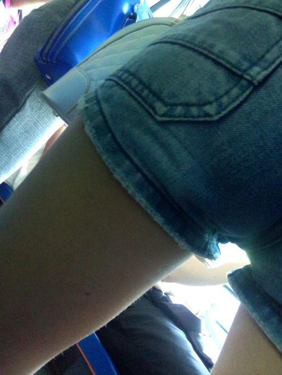 美女两腿之间的缝隙好大