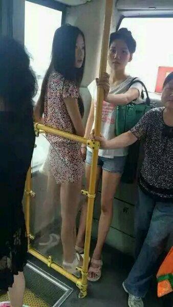 直播光明正大拍公交美女