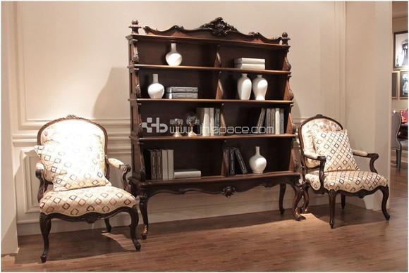 室内常有藤制品,有绿色盆栽,瓷器,陶器等摆设;英式田园风格软装饰多图片