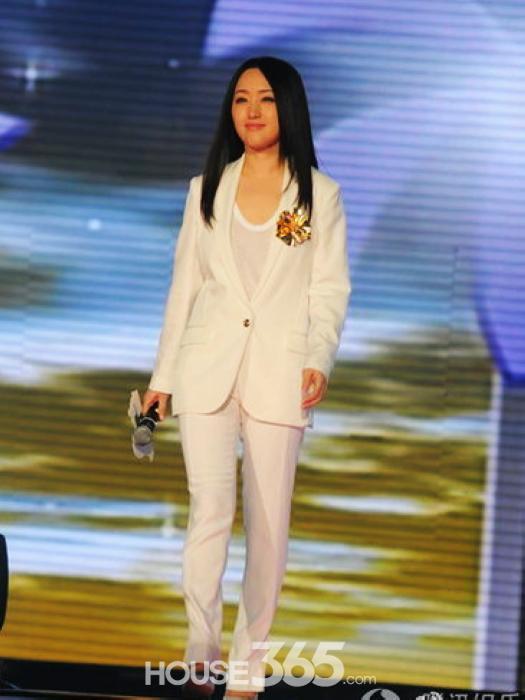 杨钰莹姐姐的那种风格~~~~~~~~~让我 轻轻 地 告诉你