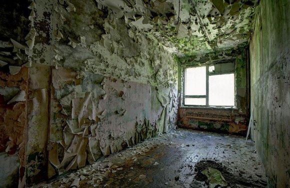 女子探访前苏联幽灵建筑