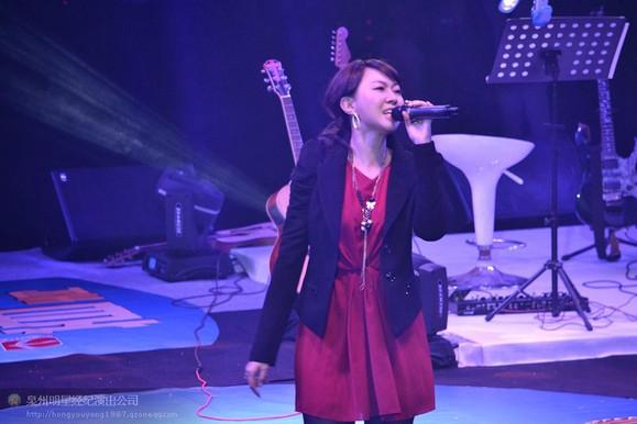 卓依婷2012-12-01 泉州演唱会图片